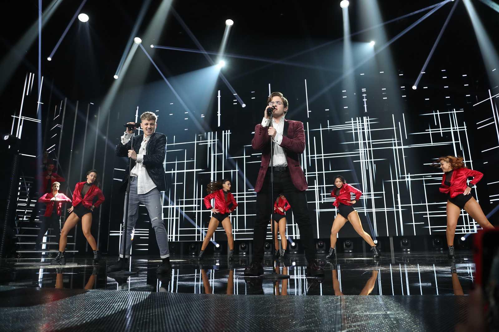 """Hugo y Gèrard interpretan """"Sucker"""", de Jonas Brothers, en la Gala 2 de """"Operación Triunfo 2020"""""""