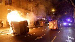 Queman contenedores en el centro de Barcelona en apoyo a Torra