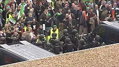 Los antidisturbios cargan contra los agricultores en Don Benito
