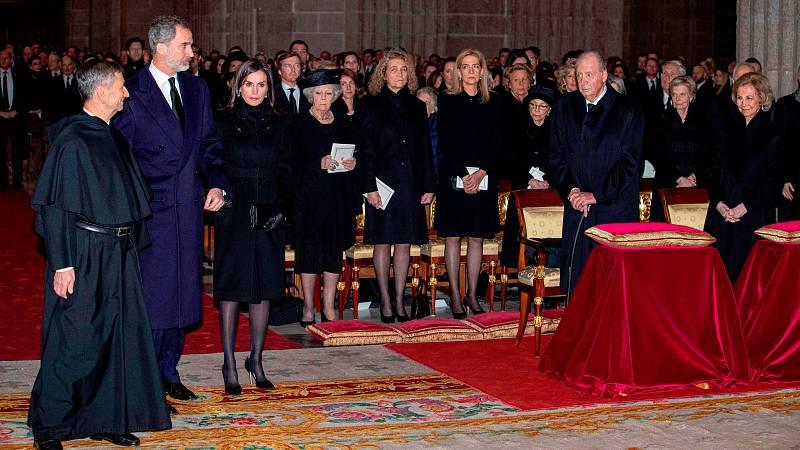 Los reyes de España han presidido en el monasterio de El Escorial el funeral por la infanta Pilar de Borbón, que falleció hace tres semanas. A la ceremonia han asistido representantes de todos los poderes del Estado.
