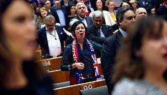 El 'Brexit' queda sellado en el Parlamento Europeo entre lágrimas y cánticos de despedida