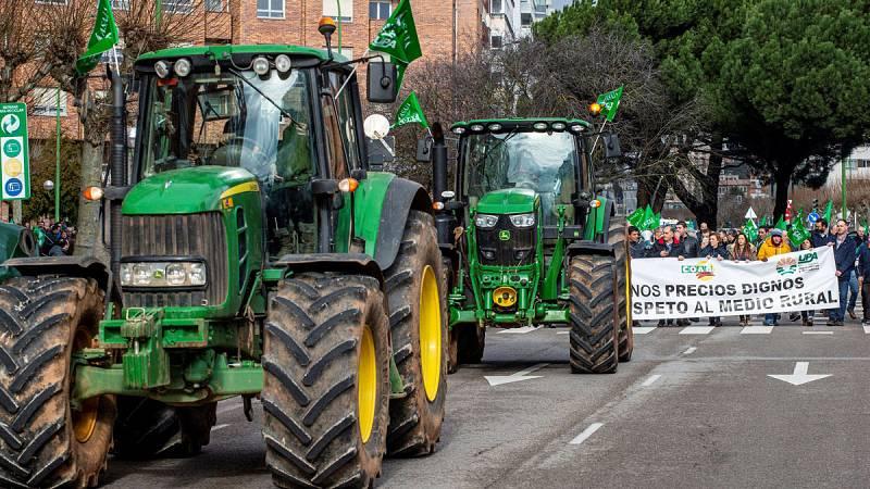 Los olivareros cortan carreteras en Jaén para reclamar precios justos