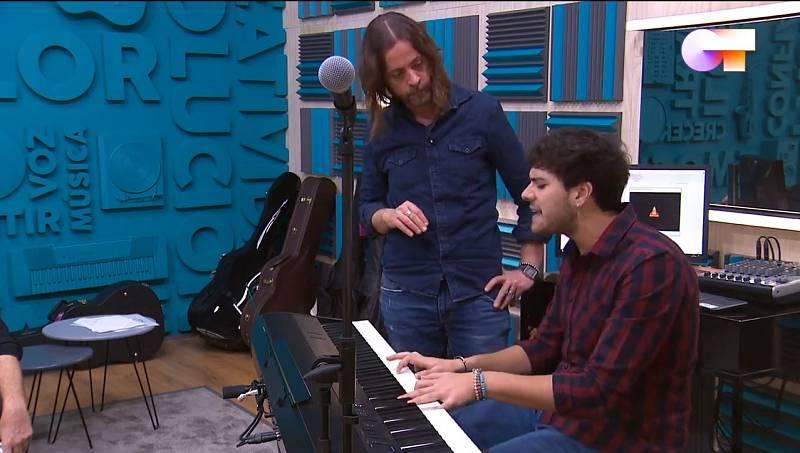 """Javy ha conocido a Vicen Martínez, el productor que se encargará de hacer los arreglos de su canción """"Qué sabrá Neruda"""", que ha compuesto dentro de la Academia de Operación Triunfo 2020."""