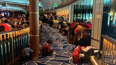 """Los pasajeros del crucero bloqueado: """"Nadie nos ha informado de si la mujer está o no infectada por el coronavirus"""""""