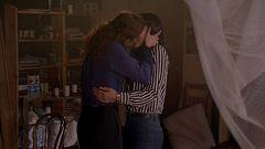 Cuéntame cómo pasó - Belén e Inés se dejan llevar por la pasión