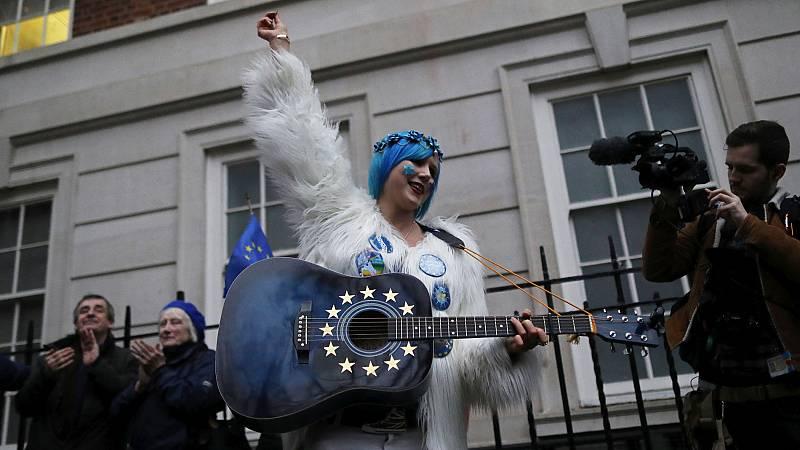 Los españoles en Reino Unido, pendientes de los trámites tras el Brexit