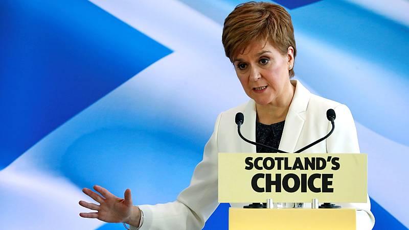 """Sturgeon intensifica su apuesta por un nuevo referéndum de independencia """"legal y vinculante"""" para Escocia"""