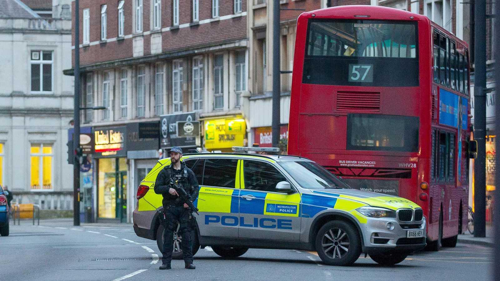 La Policía de Londres mata a un terrorista yihadista tras herir a tres personas - Ver ahora