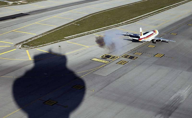 El aeropuerto de Barajas vuelve a operar tras el cierre del espacio aéreo por un dron