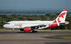 """El capitán del avión de Air Canada: """"Hemos tenido un pequeño problema con una de las ruedas durante el despegue"""""""