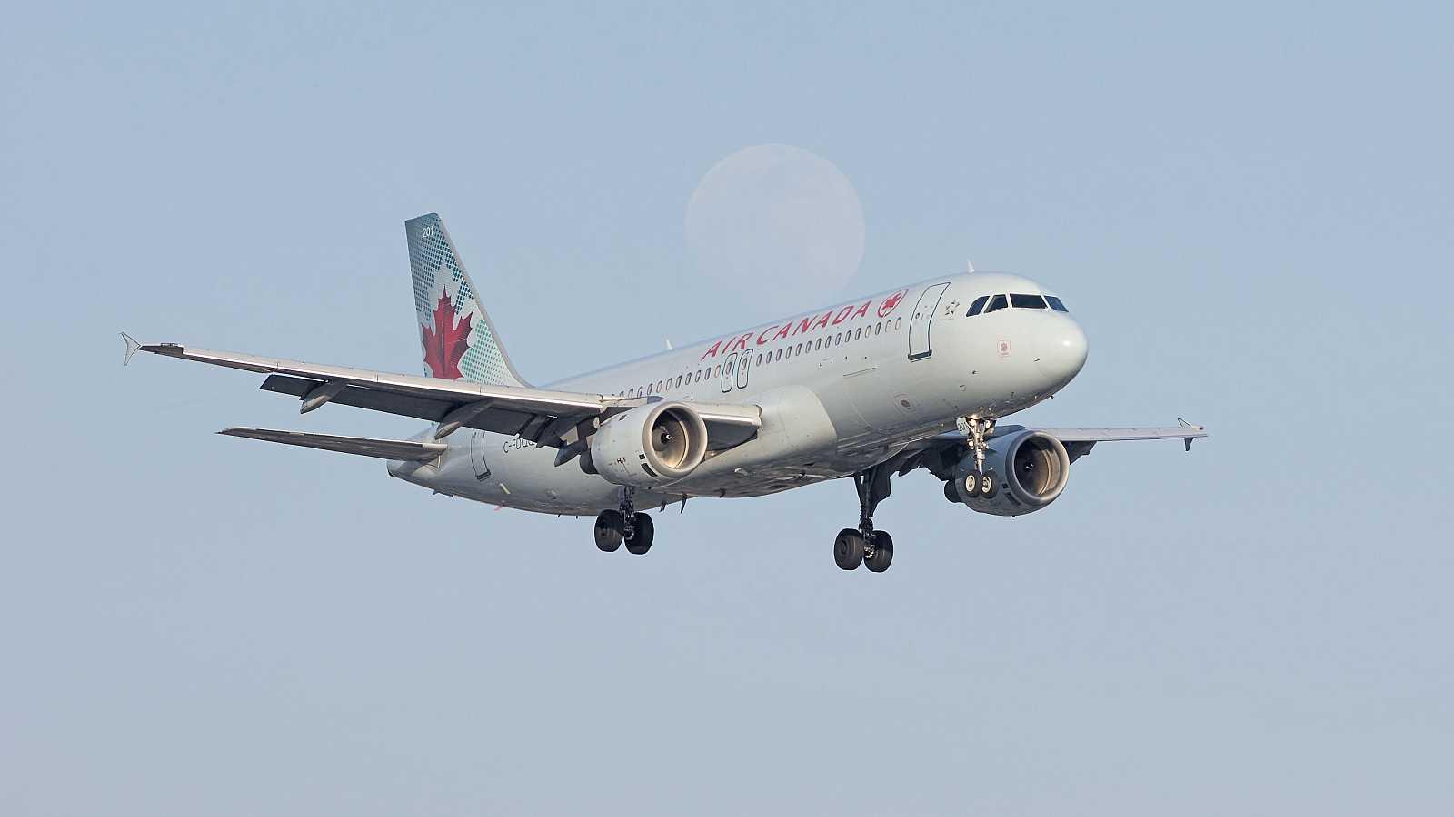"""El SEPLA, sobre el avión de Air Canada: """"Lo tienen absolutamente bajo control, están buscando tener el peso adecuado para aterrizar"""""""
