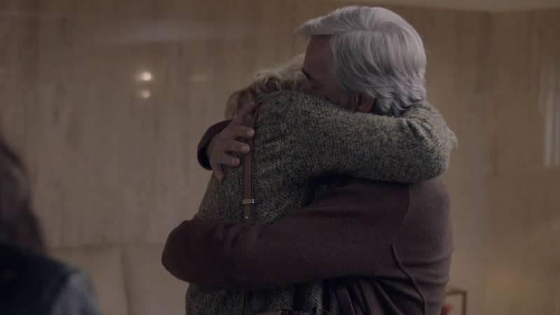 Cuéntame cómo pasó - El abrazo de Merche a Antonio