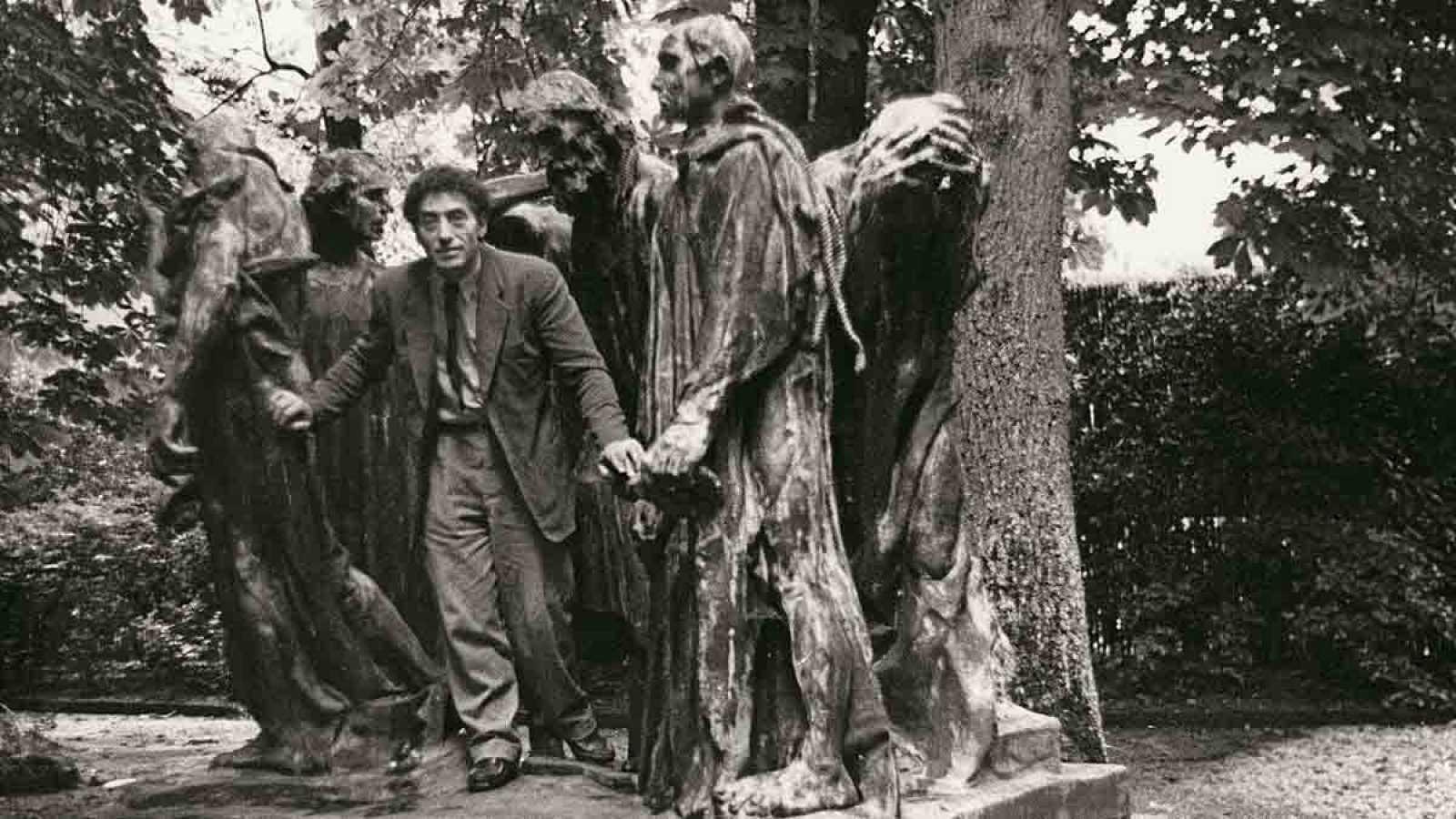 Rodin y Giacometti. Dos genios de la escultura sin aparentemente nada en común, pero tan semejantes en sus técnicas que a través de un ejemplo máximo de gran arte salta a la vista la coincidencia.¿Alberto Giacometti se inspiró en El hombre que camina