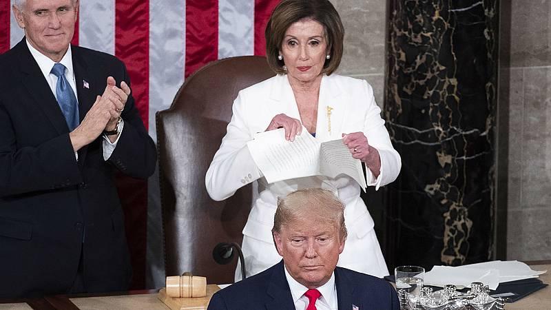 Nancy Pelosi rompe el discurso de Trump nada más acabarlo