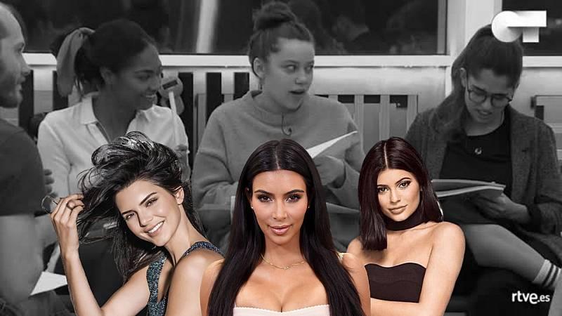 Eva, Nía y Anajú imitan a las Kardashian en clase de inglés