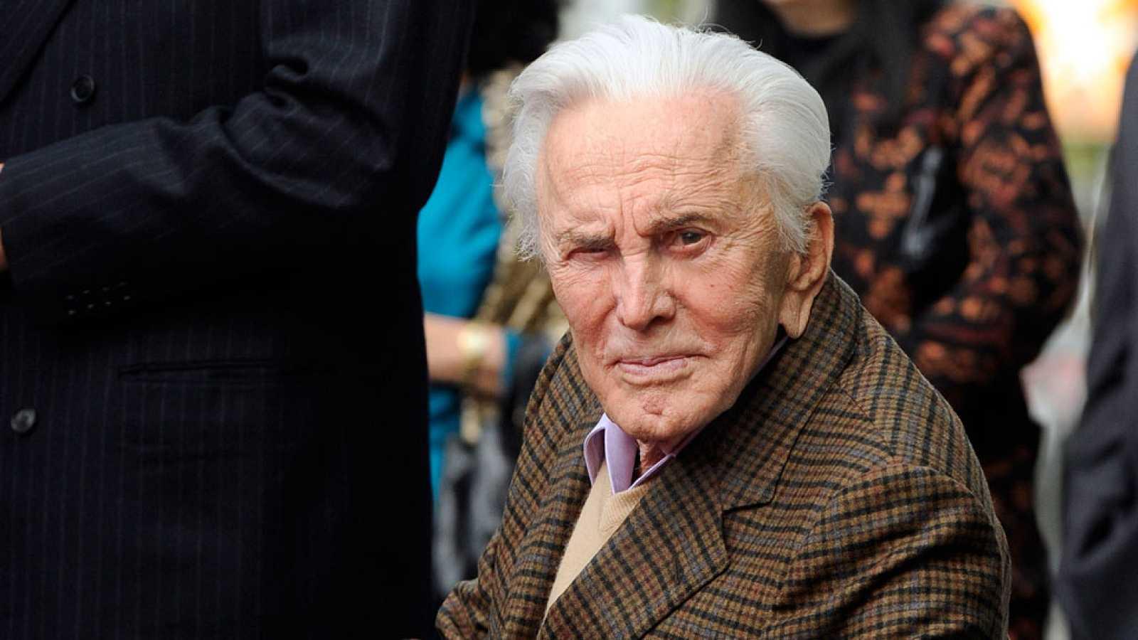 Muere el actor Kirk Douglas a los 103 años de edad