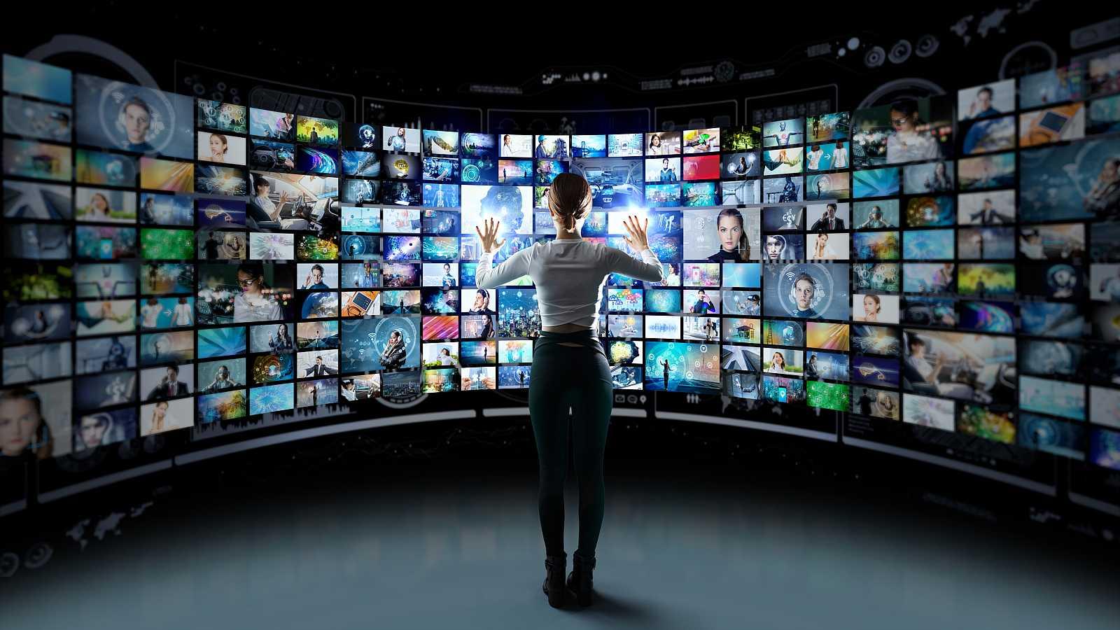 El 5G pide paso, pero para que llegue a nuestros dispositivos, primero, tenemos que hacerle hueco en el espectro radioeléctrico... Así que los canales de televisión se van de mudanza. Seguirán todos los que están, pero en otra banda. Para seguir vién