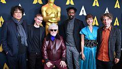 Almodóvar posa con los otros candidatos al Oscar a Mejor Película Internacional en Los Ángeles