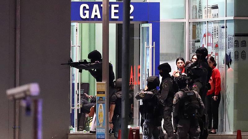 Un soldado se atrinchera en un centro comercial de Tailandia tras matar a 20 personas