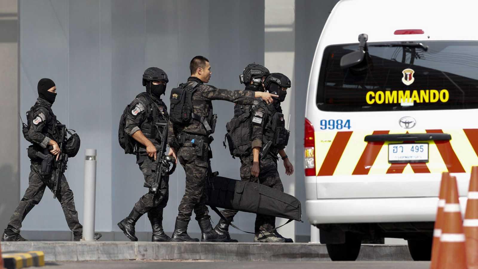 Un soldado mata a 29 personas en Tailandia y es abatido tras atrincherarse en un centro comercial