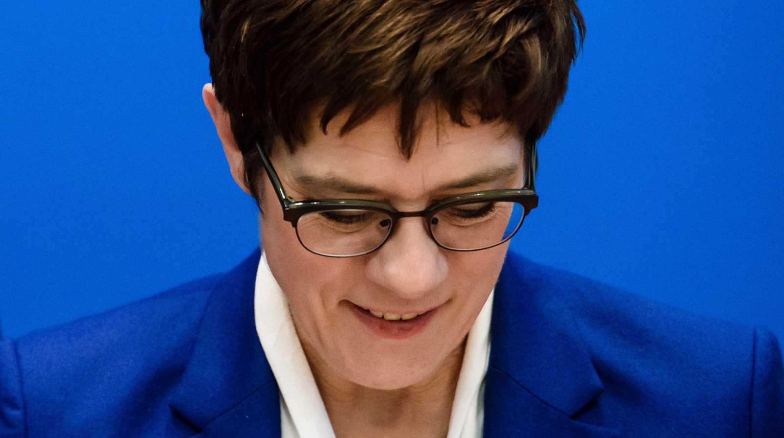 Kramp-Karrenbauer renuncia a presidir el partido