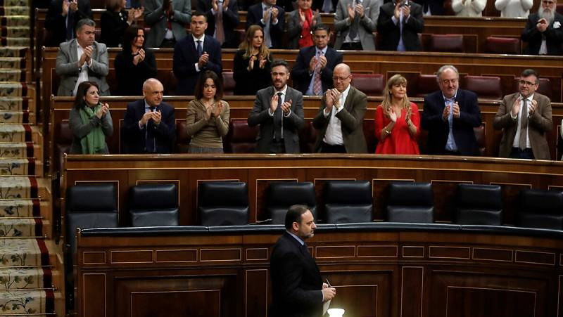 El encuentro de Ábalos con Delcy Rodríguez centra la primera sesión de control al Gobierno