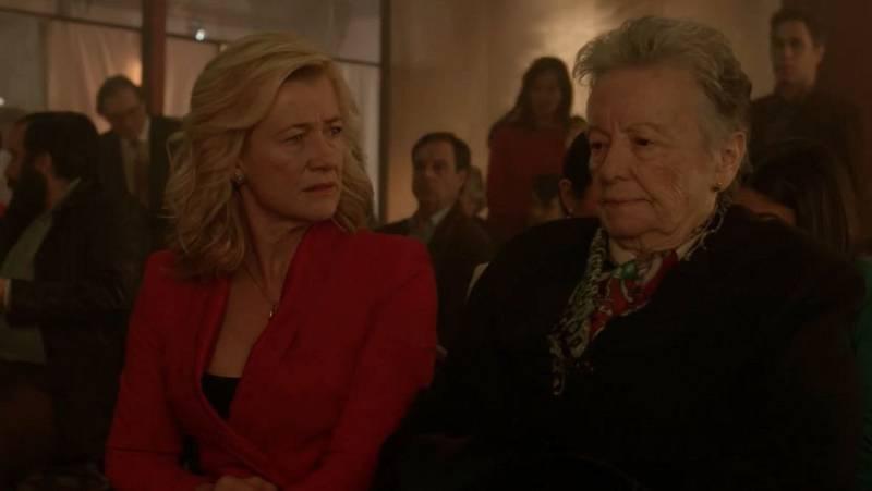 Cuéntame cómo pasó - Antonio presenta a Catalina al resto de los Alcántara