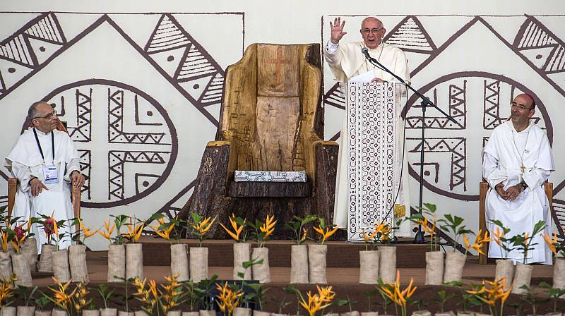 El papa ignora la ordenación de hombres casados