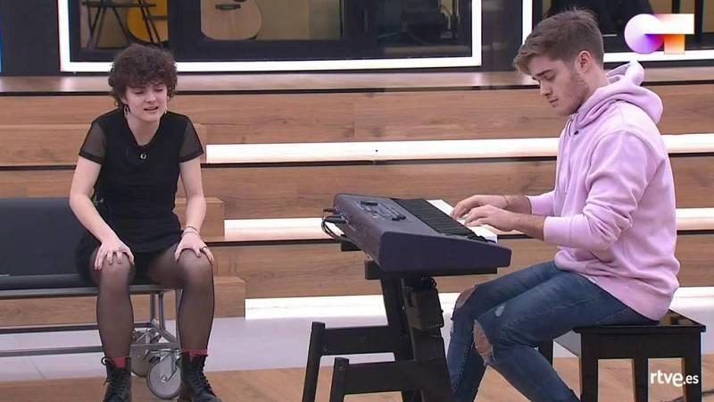 """Anne comparte su canción """"Volver a mí"""" en clase de composición con Manu Guix en la Academia de Operación Triunfo 2020"""