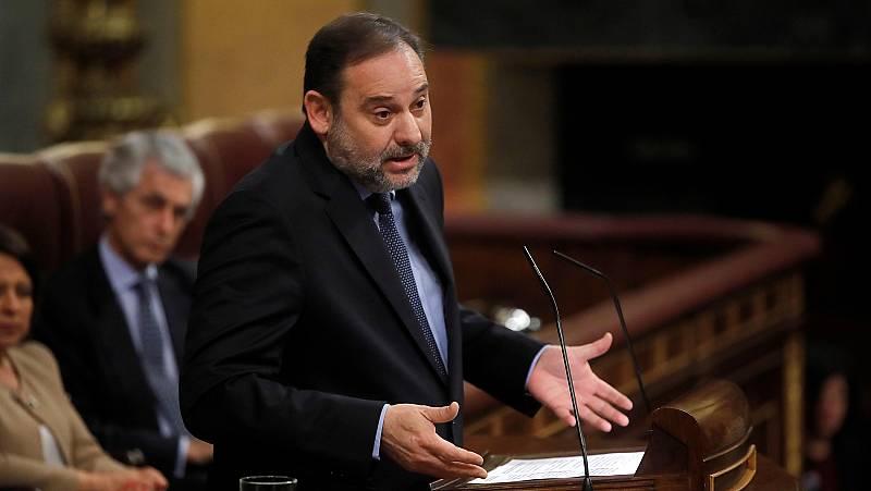 """El Gobierno sale en defensa de Ábalos en la primera sesión de control ante las peticiones de """"dimisión"""" por su encuentro con Delcy Rodríguez"""