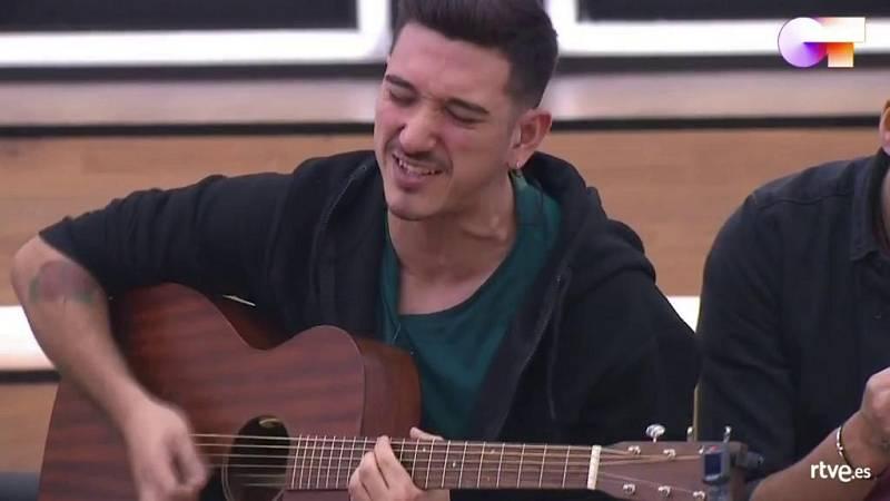 """Bruno canta """"Let's make it happen"""" en clase de composición con Manu Guix en la Academia de Operación Triunfo 2020"""