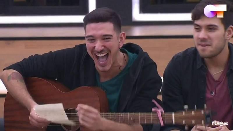 Bruno canta una canción suya en clase de composición de Manu Guix enla Academia de Operación Triunfo 2020