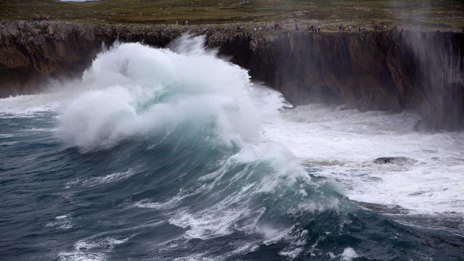 Continúan los avisos en 7 provincias por mala mar - Ver ahora