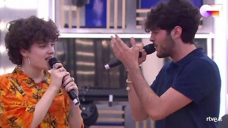 Anne y Rafa cantan Looking For Paradise, de Alejandro Sanz & Alicia Keys, en el segundo pase de micros de la Gala 5 de Operación Triunfo 2020