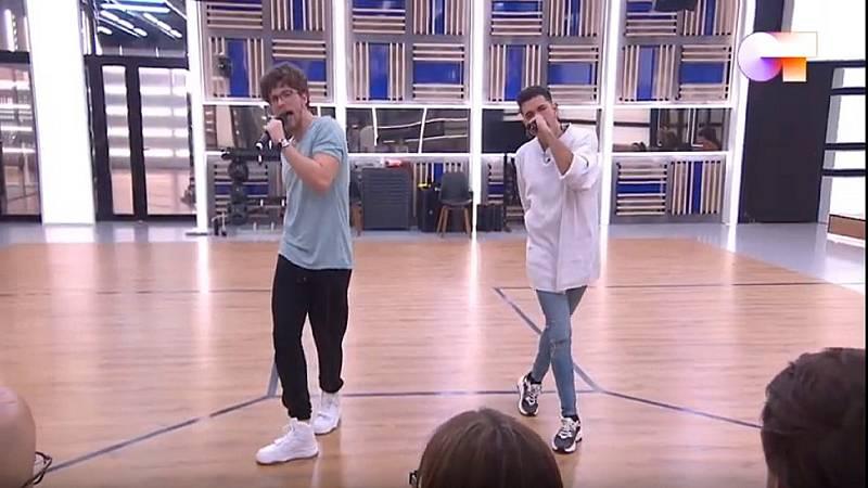"""Jesús y Bruno cantan """"Everybody (Backstreet's Back)"""" de Backstreet Boys en el segundo pase de micros de la Gala 5 de Operación Triunfo 2020"""