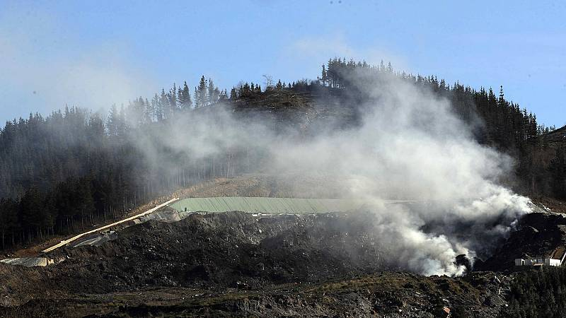 48.000 vecinos en alerta por la contaminación atmosférica generada en el incendio del vertedero de Zaldívar