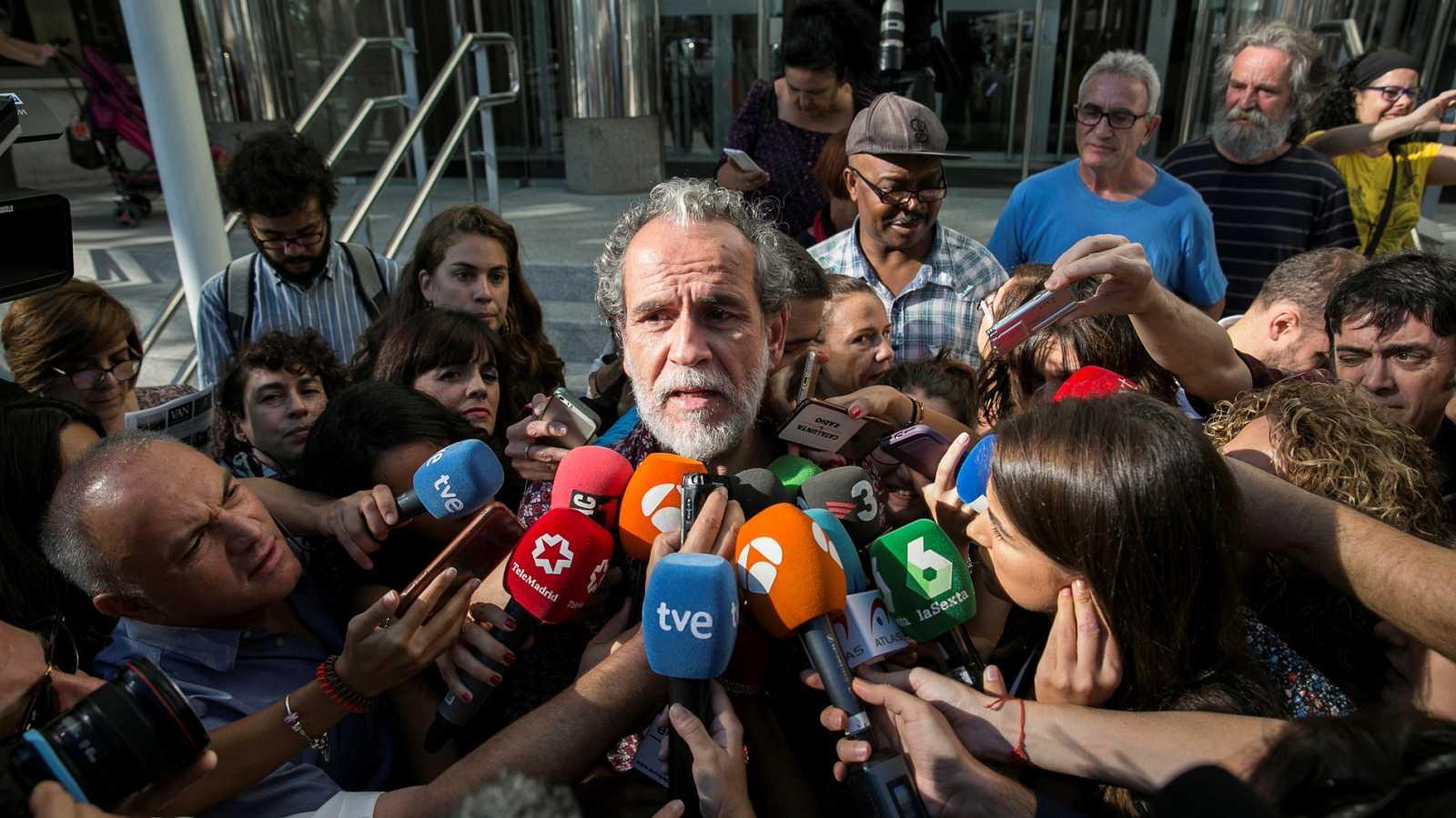 Willy Toledo se sienta en el banquillo de los acusados por insultar a Dios y a la Virgen