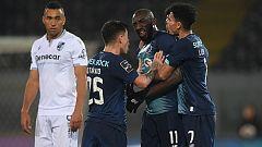 El jugador del Oporto Marega abandona el campo tras recibir insultos racistas