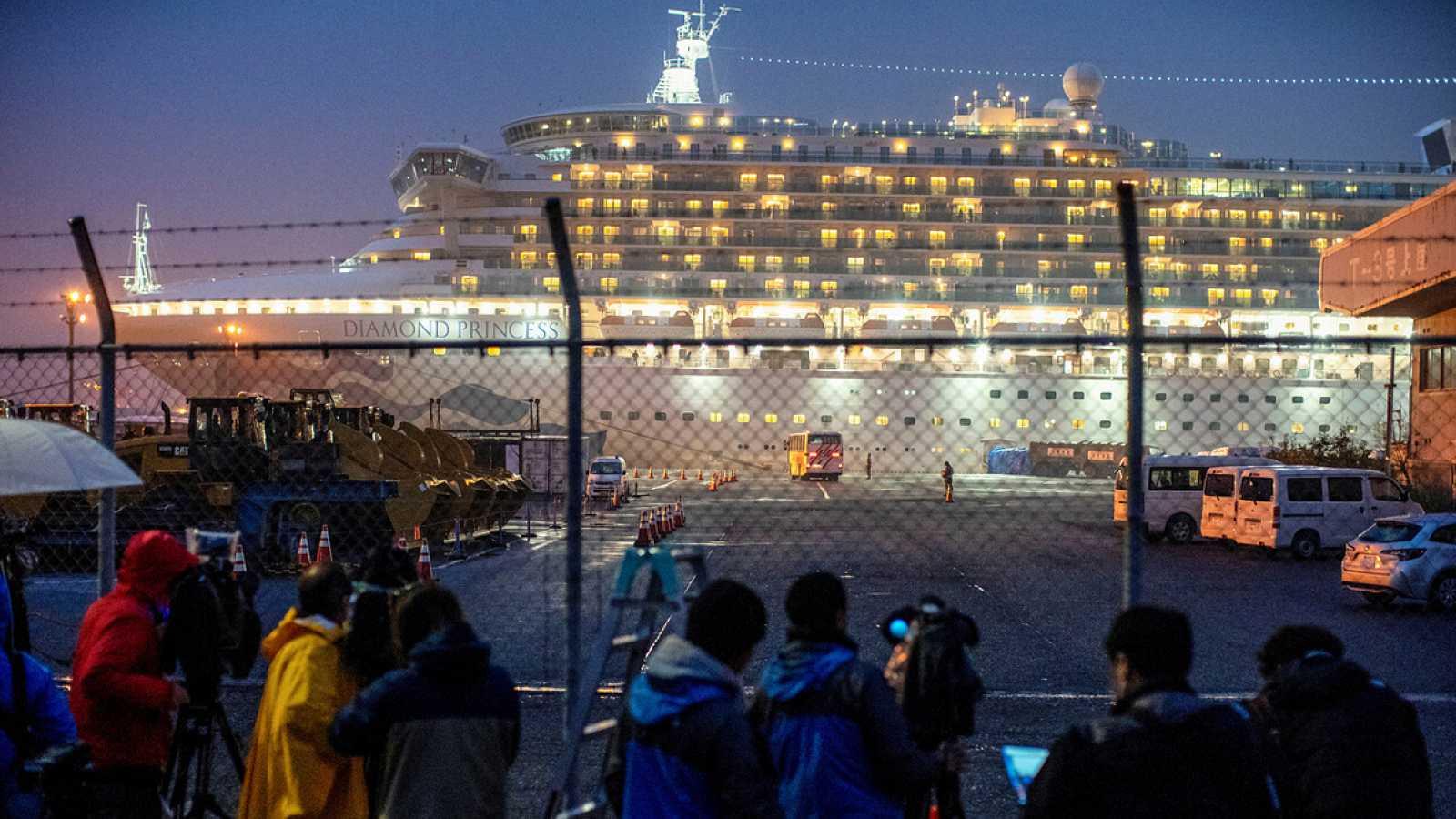 EE.UU. confirma que 14 de los evacuados del crucero en Japón están enfermos de coronavirus