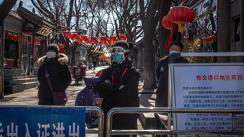 Una tarjeta para entrar en casa: la nueva norma contra el coronavirus en Pekín