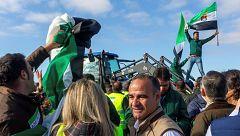 Barricadas y cortes de autovías por el futuro del campo