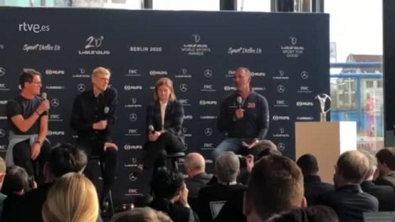 Capello bromea con Gullit recondándole que Italia es una potencia futbolística