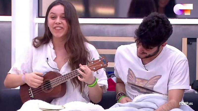 Eva canta su primera composición ante Mala Rodríguez en la Academia de Operación Triunfo