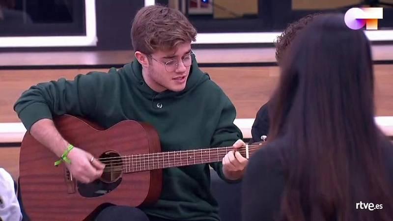 Gèrard toca una canción nueva en la clase de Mala Rodríguez en la Academia de Operación Triunfo 2020