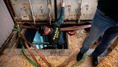 La Guardia Civil desmantela en Málaga la primera fábrica clandestina subterránea de tabaco