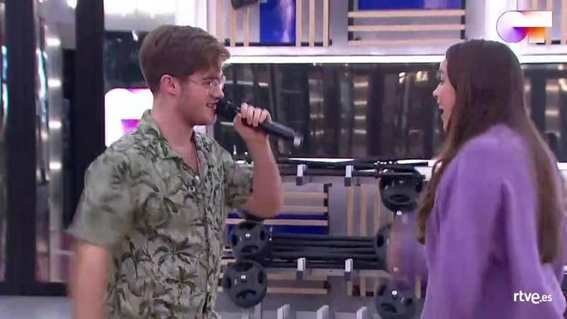 """Gèrard y Eva cantan """"The Locomotion"""", de Little Eva, en el segundo pase de micros de la Gala 6 de Operación Triunfo 2020"""