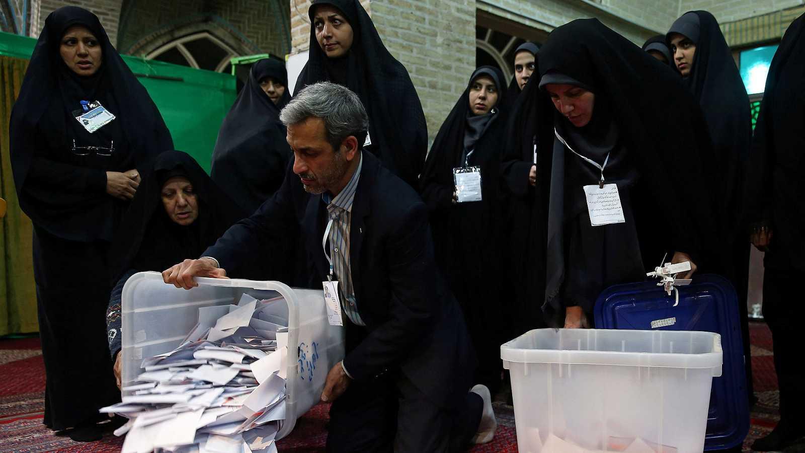 Los primeros resultados en Irán dan la victoria a los conservadores