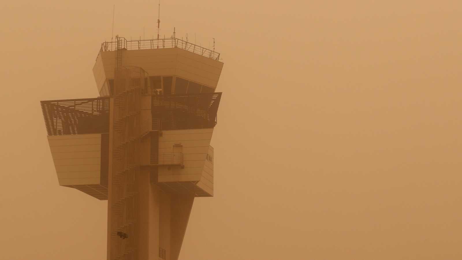 La calima deja inoperativos los aeropuertos de Gran Canaria y Tenerife