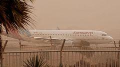 La calima obliga a cerrar los aeropuertos canarios
