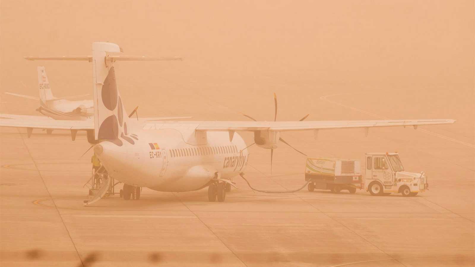 Suspendido el tráfico aéreo en las Islas Canarias por la calima